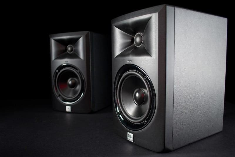 Loa kiểm âm tốt nhất giá dưới 5 triệu là loa JBL LSR305 thời thượng