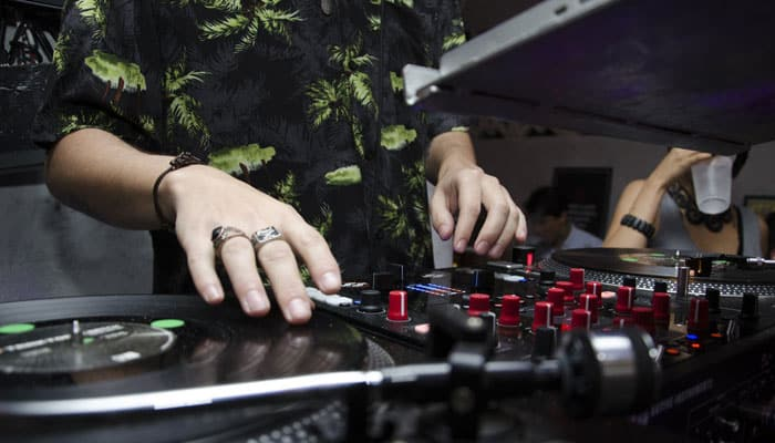 Mua bàn DJ trả góp tại Hoàng Phúc Music có dễ không?