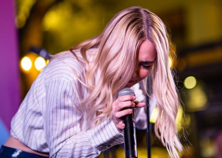 Đâu là lựa chọn mic hát thu âm karaoke tốt nhất hiện nay?