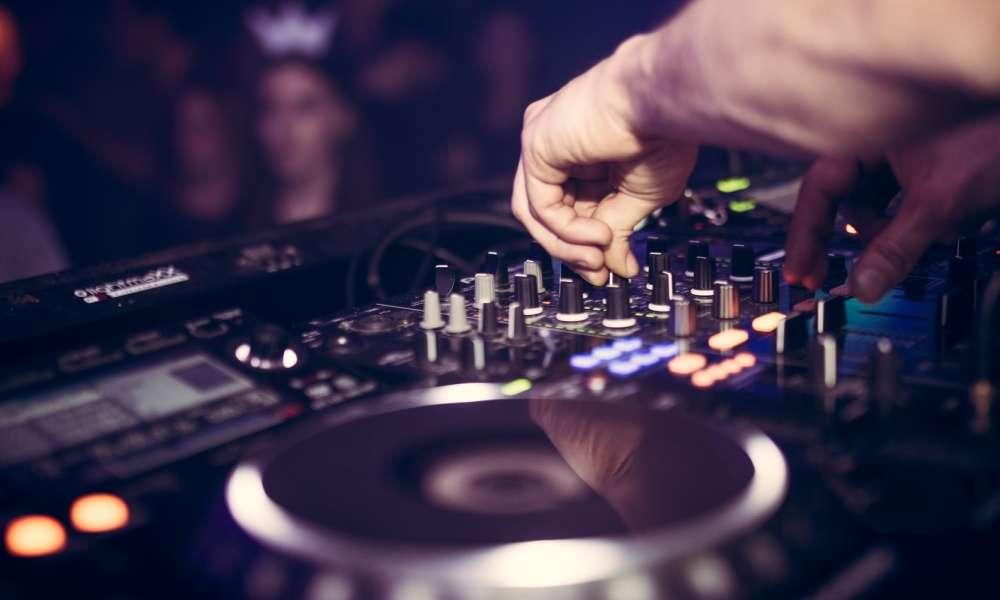 Top 4 bàn DJ 2 đĩa đáng mua nhất năm 2020